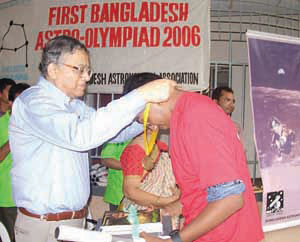 Prize giving ceremony Astro-Olympiad 2006 at Dhaka by Dr. A. A. Z. Ahmed